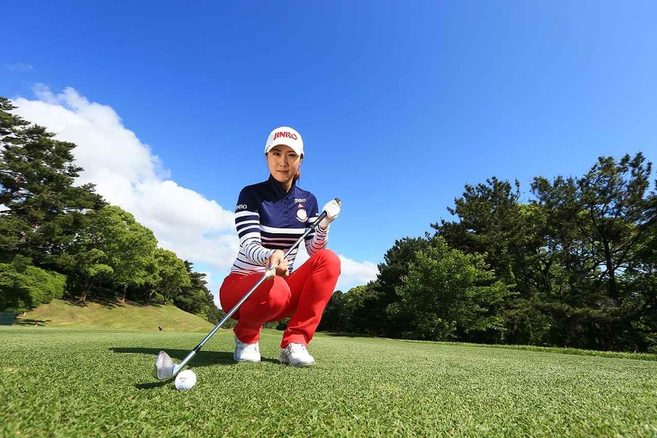 画像: 腰は水平、腕V字。キム・ハヌルの「ピンさし」アイアン - みんなのゴルフダイジェスト