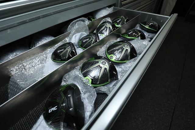 画像: ヘッド内部の2本のバーにより、クラウンとソールの上下へのたわみを抑え、フェースのたわみを最大化させてボール初速を上げる「JAIL BREAKテクノロジー」を搭載。突き抜ける飛びを実現する低スピンドライバー