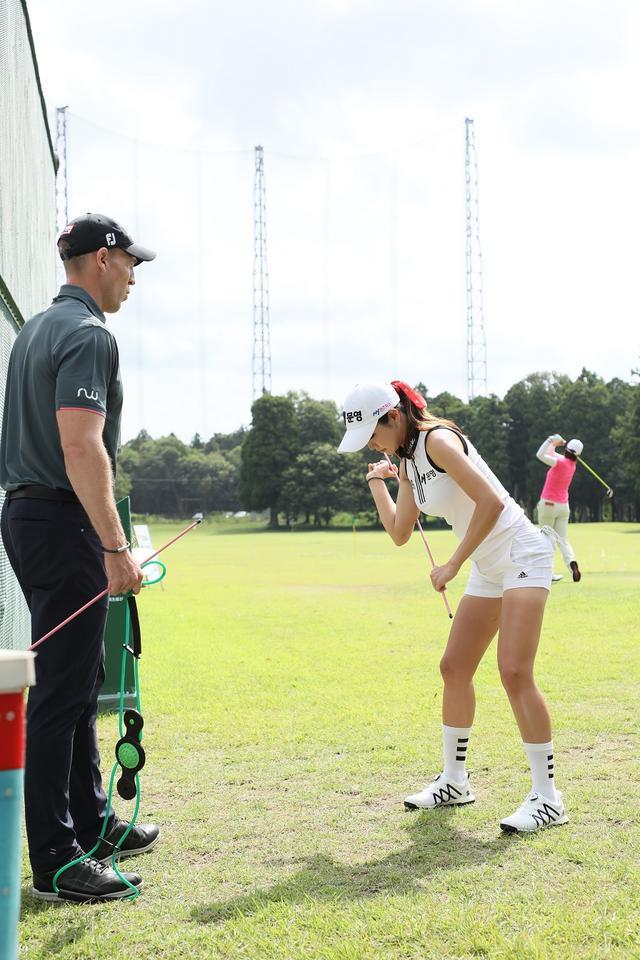 画像: 左がコーチのリチャード・ウッドハウス氏。現在26歳のアン・シネが19歳の頃から彼女をサポートしている