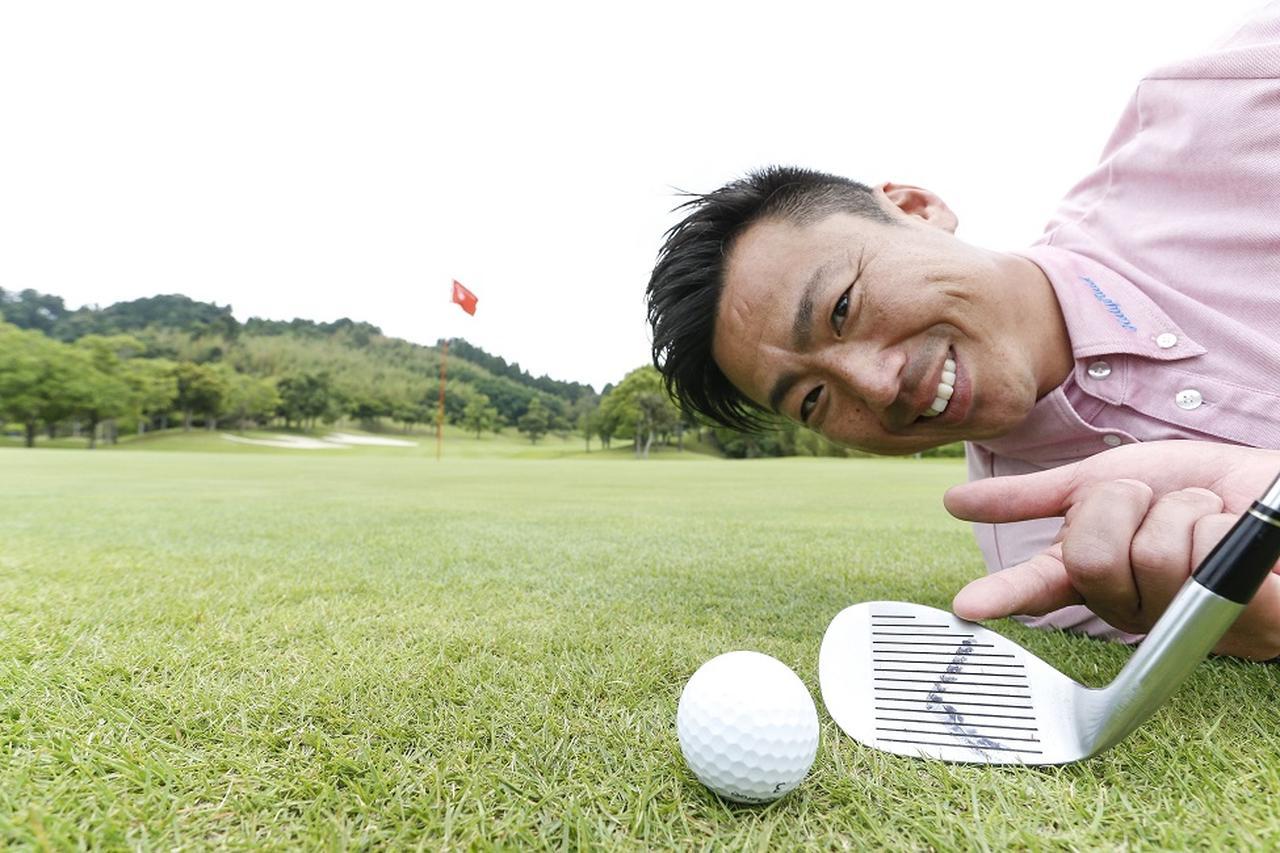 """画像: 寄せるには、フェースを""""くの字""""に使いましょう。武市悦宏の「オッケー!」がもらえるピッチ&ラン - みんなのゴルフダイジェスト"""