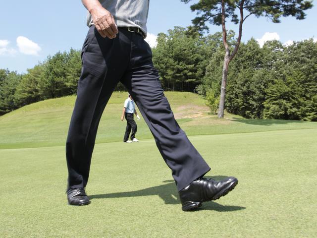 画像: 立つ、歩くといった日常の動作を、我々は無意識に地面反力を利用して行なっている
