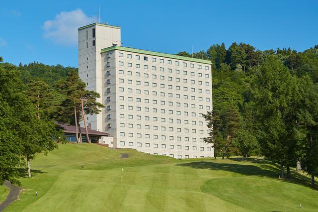 画像: 最終ホールを上がったら目の前がホテル!
