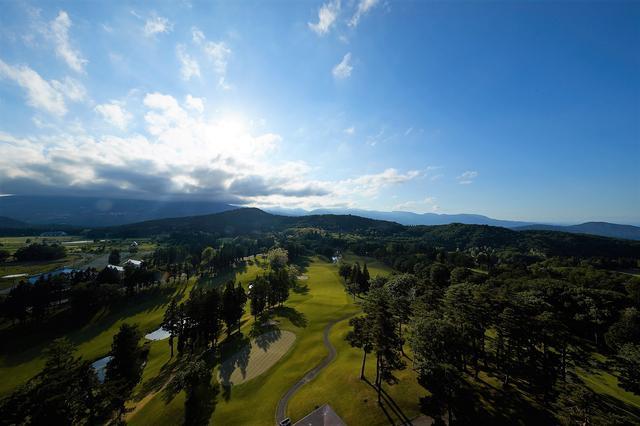画像: 広大な敷地内に広がる高原ゴルフ場