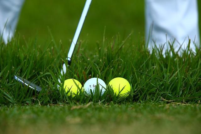 画像: 夏のラフからフワリと寄せる! 意外と簡単「ソフトロブ」 - みんなのゴルフダイジェスト