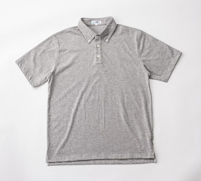 画像: 敬遠されがちなグレーのポロシャツ。汗ジミさえなければ…と思っているゴルファーも多いだろう