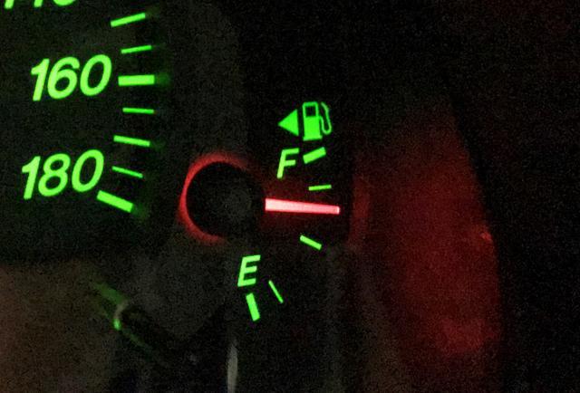 画像: 給油マークのところ……