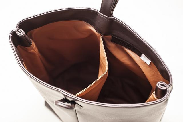 画像: サイズはH35×W26×D13、カラーはダークブラウンのみ