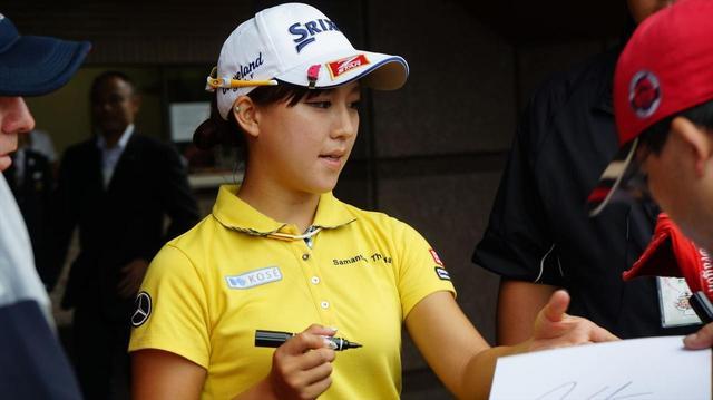 画像: 女子プロのサインをもらう裏ワザは? - みんなのゴルフダイジェスト