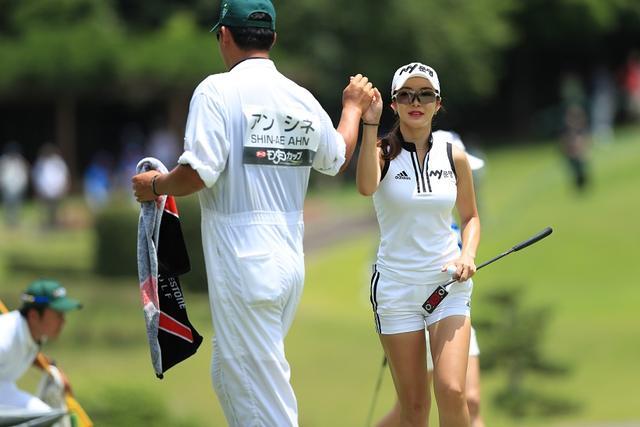 """画像: 「セクシーだけ」じゃないんです。""""アン・シネ""""はゴルフも超アグレッシブだった! - みんなのゴルフダイジェスト"""
