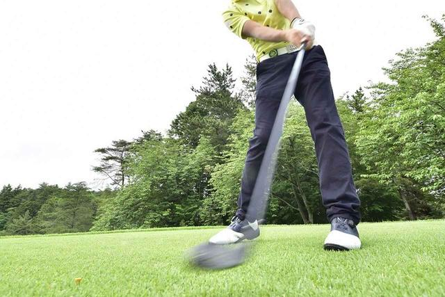 """画像: 「右足前」が最下点。ユーティリティで""""高い球""""打とう! - みんなのゴルフダイジェスト"""