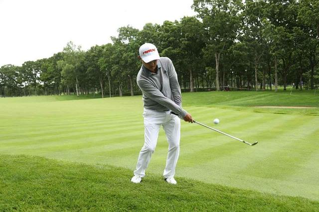 画像: 「手元は小さく、ヘッドは大きく」が合言葉。名手・谷口徹のふわっと上げるアプローチ - みんなのゴルフダイジェスト