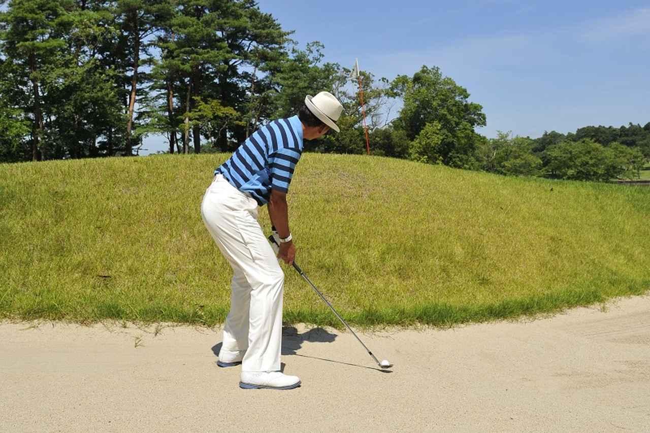 画像: アゴ高バンカーは「目線」を変える。超カンタン脱出術 - みんなのゴルフダイジェスト