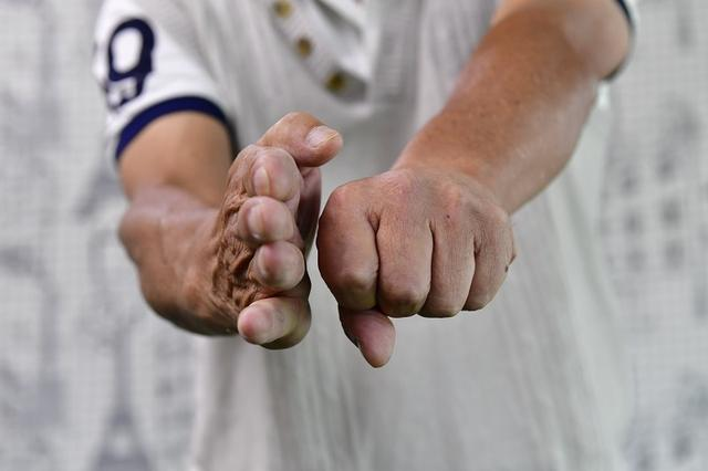 画像: 「この状態から左手を強く、速く叩こうと思ったらどうしますか?」
