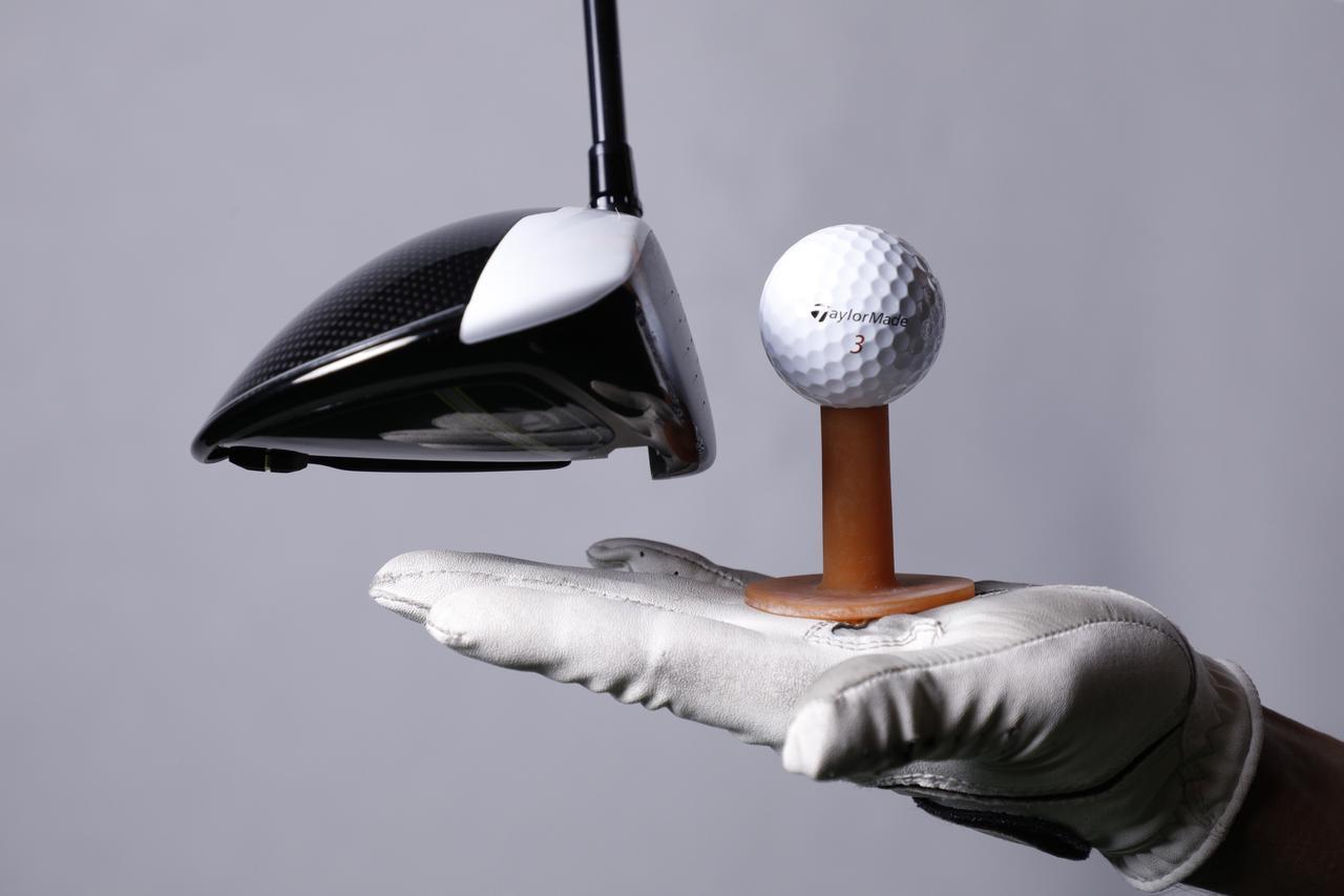 画像: 後方ウェートは、インパクトでお尻が下がり、ロフトが増える。つまり、球が高くなりやすい