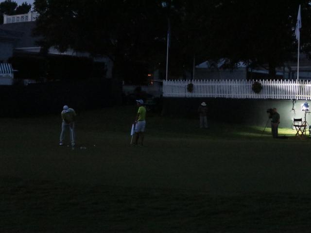 画像: 真っ暗になるまで、パット練習に時間を費やした(撮影:吉田洋一郎)