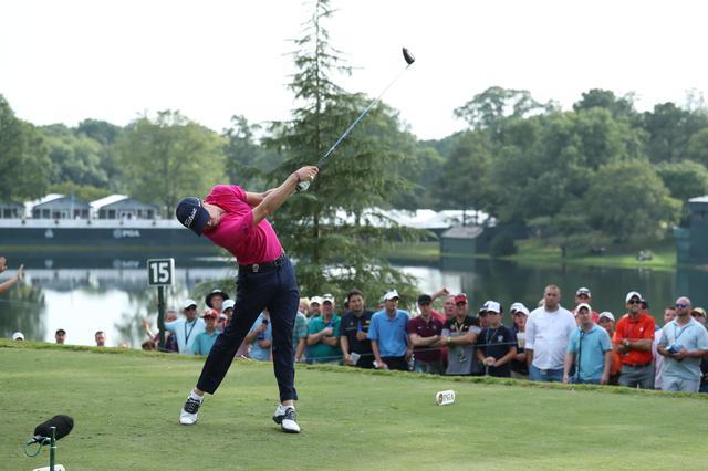 画像: 松山英樹を倒した男。ジャスティン・トーマスの「肩回転」【勝者のスウィング】 - みんなのゴルフダイジェスト