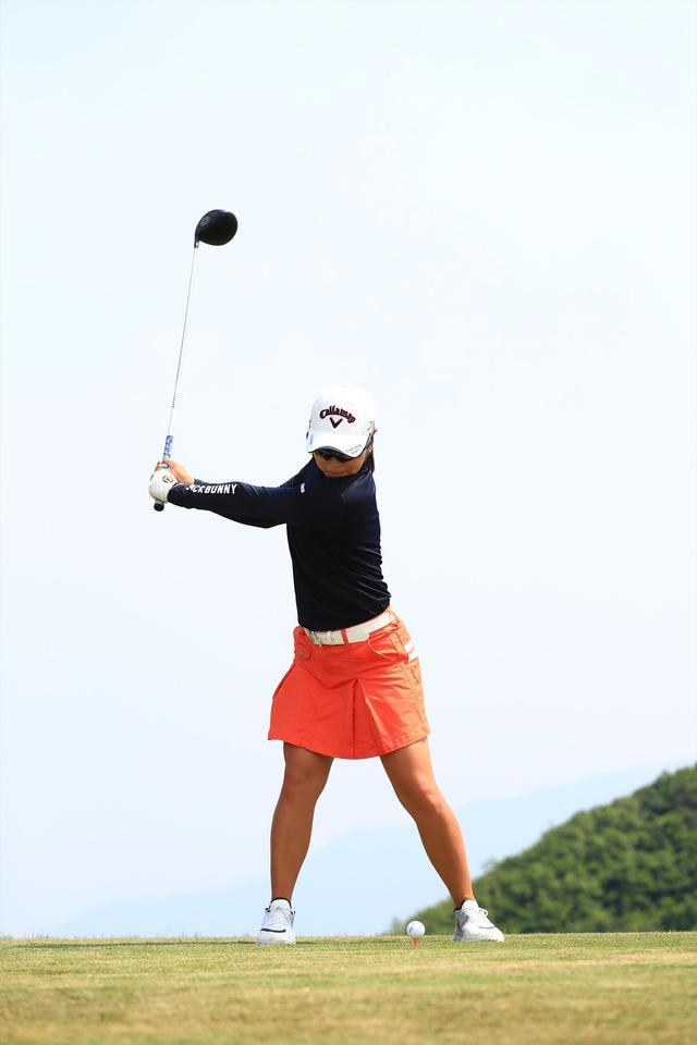 画像7: 切り返しは左ひざ。比嘉真美子の「前傾キープ!」を見習おう【勝者のスウィング】