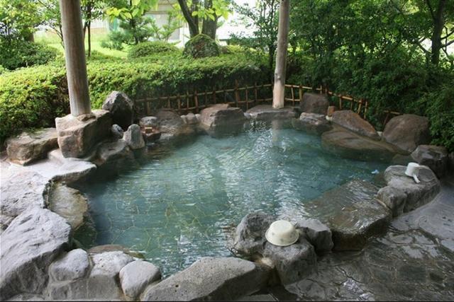 画像: 普段は「シャワーだけ」の人も、ゴルフ場に天然温泉があったら話は別では。写真はローレル日田CC