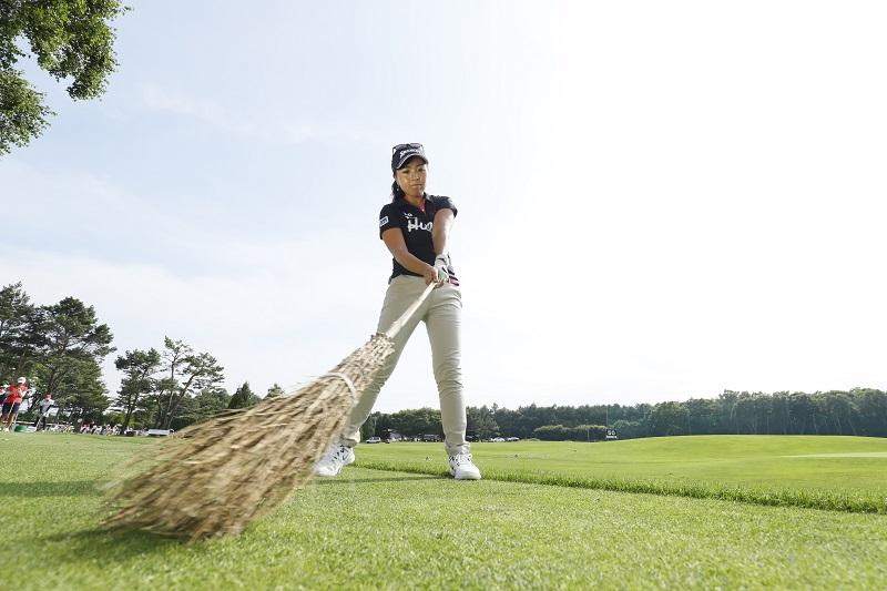 """画像: 青木瀬令奈のフェアウェイウッド術「ホウキみたいに""""払い打ち""""」 - みんなのゴルフダイジェスト"""