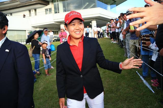 画像: 畑岡はゴルフ歴わずか6年で日本メジャーの一つである日本女子オープンを制覇した(2016年日本女子オープン 最終日)