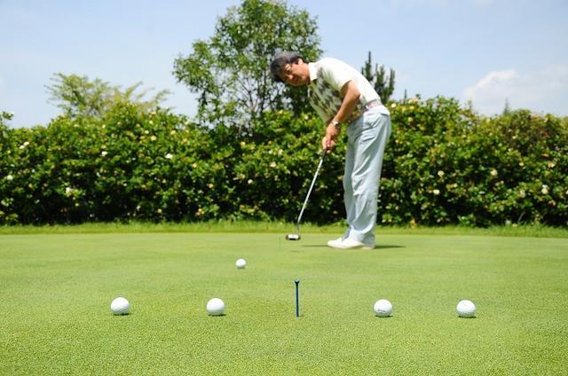 画像: ターゲット方向に真っすぐ打てる! 「水平アドレス」を覚えよう【入っちゃう!パットの法則 #2】 - みんなのゴルフダイジェスト