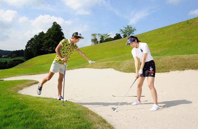 画像: 【ルールQ】バンカー内にクラブを置くのはOK? - みんなのゴルフダイジェスト