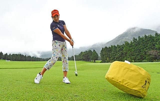画像: サンドバッグで磨いたインパクト力! 成田美寿々&川岸史果の秘密の練習法 - みんなのゴルフダイジェスト
