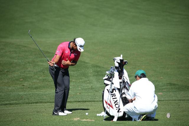 """画像: 「片手打ち」でどれだけ飛ばせる? 最高キャリー記録の""""驚きの数字""""【ゴルフの数字】 - みんなのゴルフダイジェスト"""