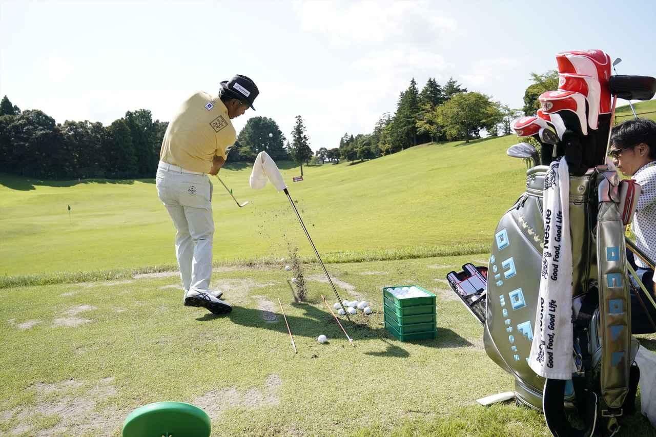 画像: ツアー会場での練習の一コマ。工夫を凝らして1球1球丁寧に練習する