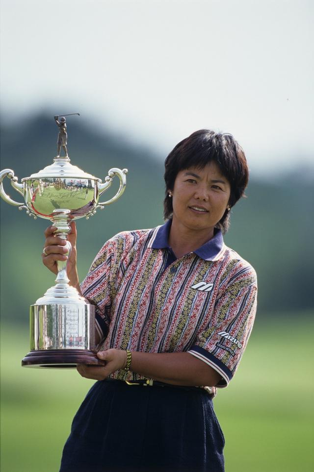 画像: 最年長記録となる46歳2ヵ月を打ち立てた(1997年日本女子オープン 最終日)