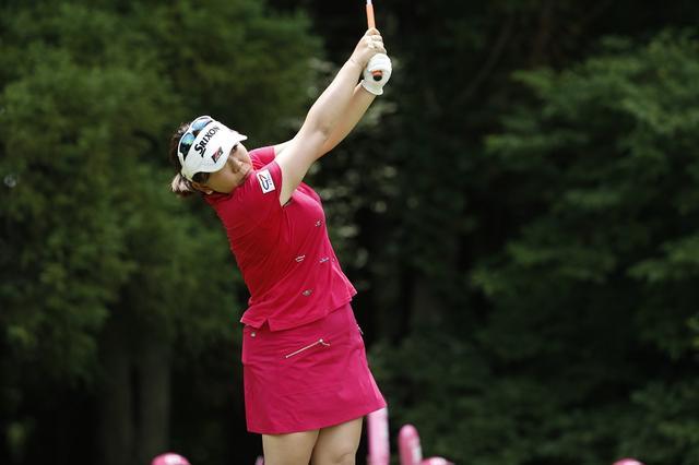 画像: 左腕で胸をブラッシング! 吉田弓美子「再現性」の秘密【勝者のスウィング】 - みんなのゴルフダイジェスト