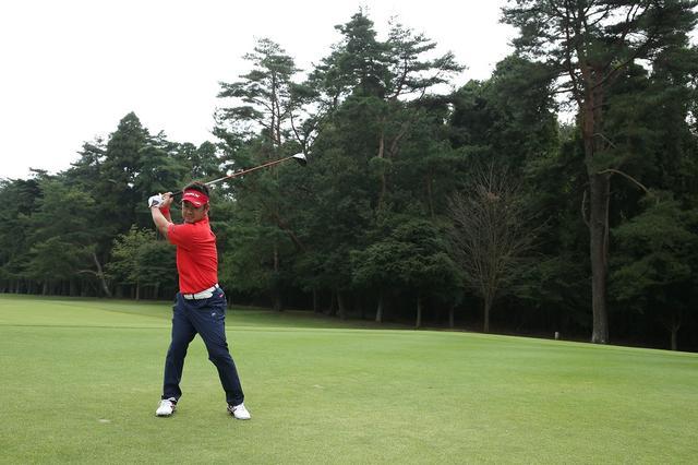 """画像: 藤田寛之が教えてくれた。今どきドライバーで飛ばす""""右軸""""養成ドリル - みんなのゴルフダイジェスト"""