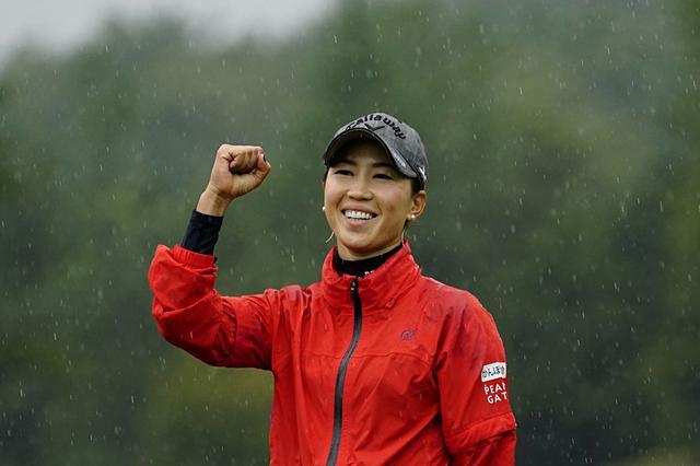 画像: 上田桃子、勝利を決めたチップインの「基本の凄み」【勝者のスウィング】 - みんなのゴルフダイジェスト