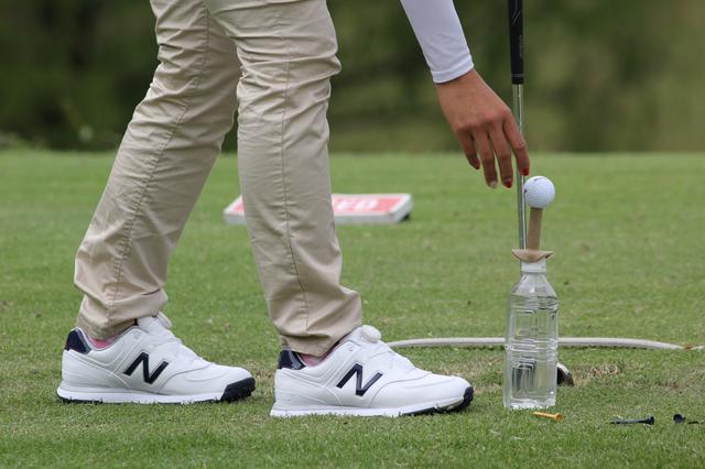 画像: ペットボトルにゴムティをつけてティアップして練習する
