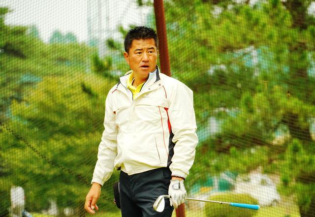 画像: 前半トップの1アンダーで折り返した高橋伸英選手
