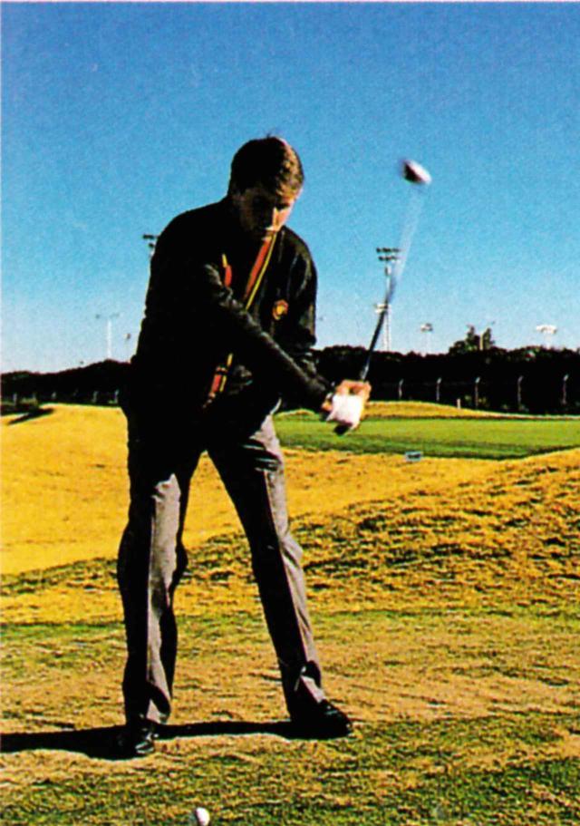 画像: アマチュア時代のミケルソン。このスウィングは、父のスウィングを正面から見て真似ることで形作られた