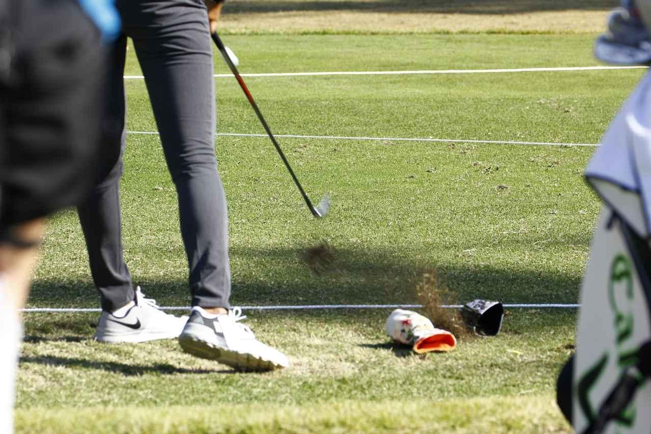 画像: ボールだけをクリーンにヒット!