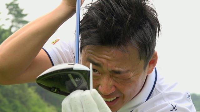 画像: フェースを強く返すには「ティ1本分」閉じて構えるのが正解!【動画LESSON】 - みんなのゴルフダイジェスト
