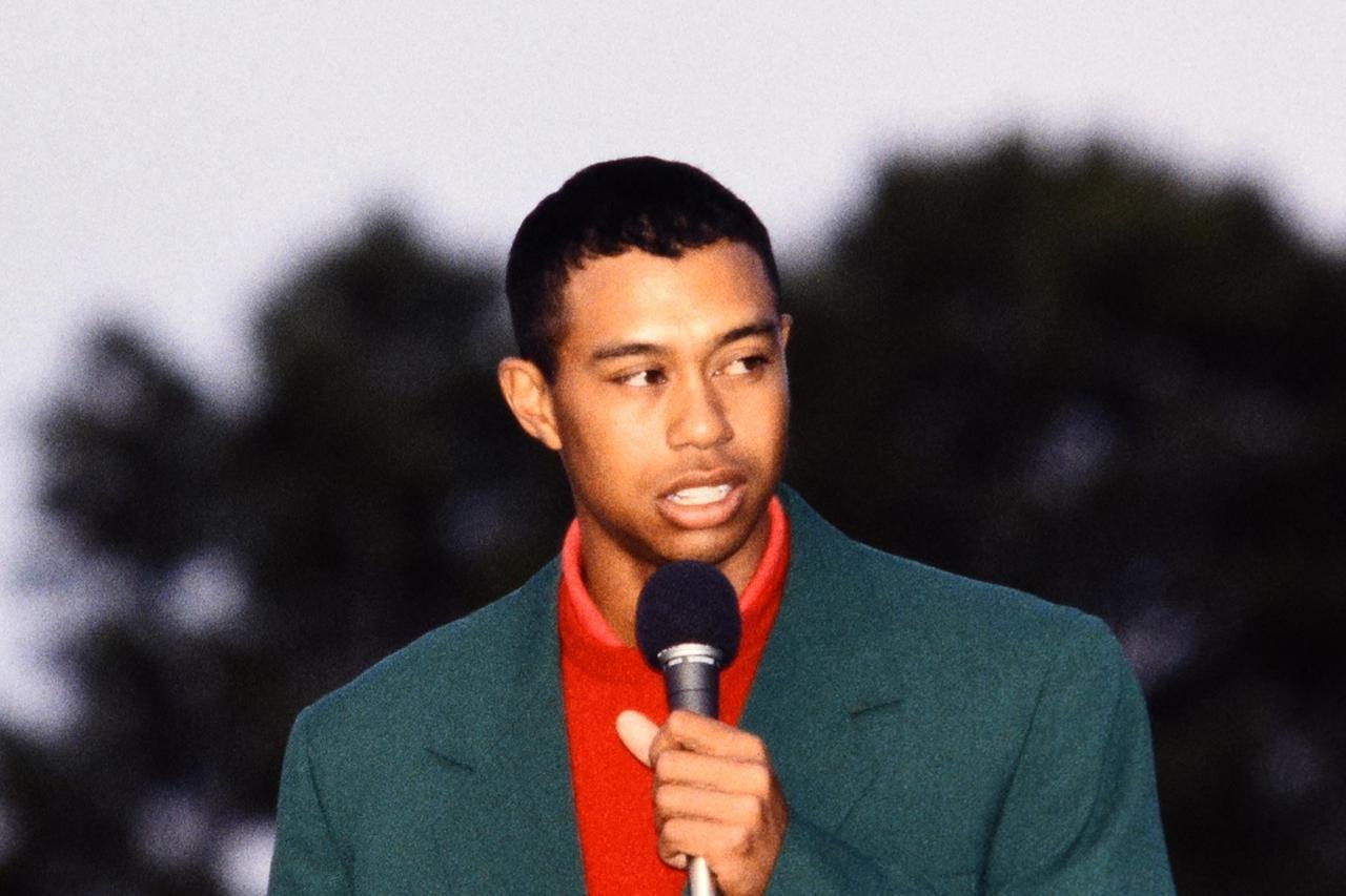"""画像: 1997年、タイガーは圧倒的飛距離を武器に2位に12打差をつけてマスターズに勝利。のちにコースが""""長くなる""""きっかけとなった"""