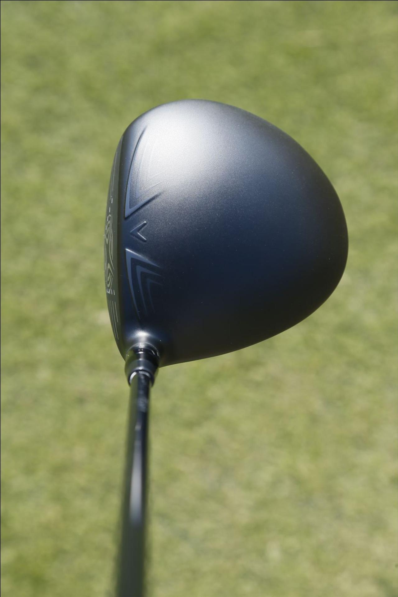 画像: 大き目の丸みを帯びたヘッド。フェース面が少し見えるので弾道をイメージしやすい