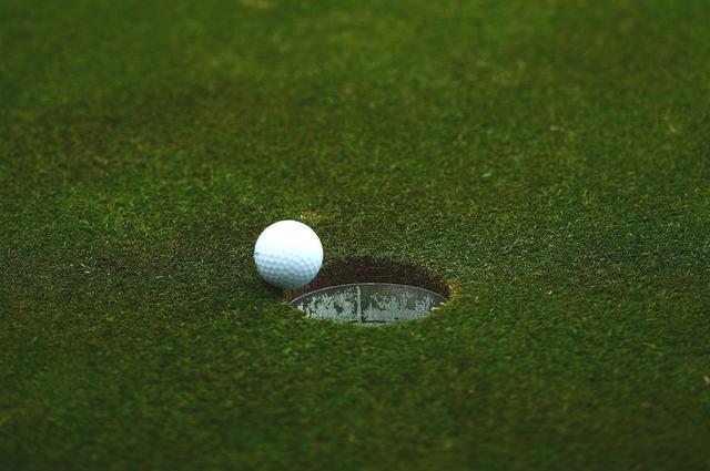 画像: 傾斜がクラブに与える影響を考慮できれば、カップインの確率はさらに高まる