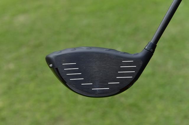 画像: ロフトを立て、フェースがほぼ見えないようにするのがジャンボ流。ウェートで軽めに調整