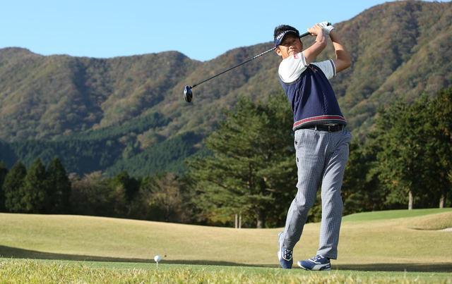 """画像: 回転だけじゃん飛ばせない。雑巾みたいな""""ねじれ""""を作って飛距離アップ!【芹澤流ならスウィングが変わるvol.4】 - みんなのゴルフダイジェスト"""