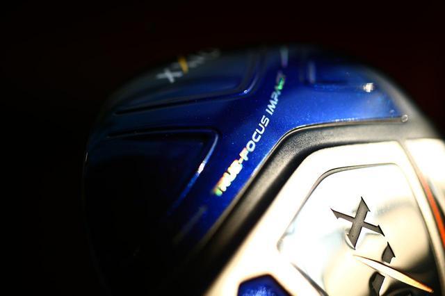画像: 10代目を表す「X」の文字がソールにもデザインされている。ゼクシオ テン ドライバー ロフト角/9.5度、10.5度 シャフト/ゼクシオ MP1000 フレックス/S、SR、R 長さ/45.75インチ 重さ/270グラム(フレックスR) 価格/8万6400円(税込み)