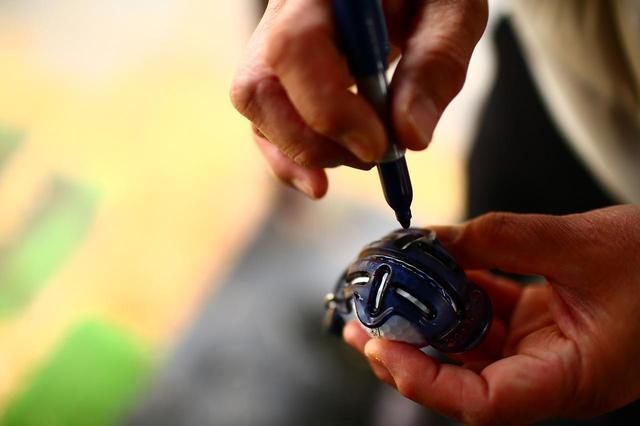画像: ボールの表面に縦横の線があることで、フェース面のセットとターゲットへのライン取りが同時におこなえる