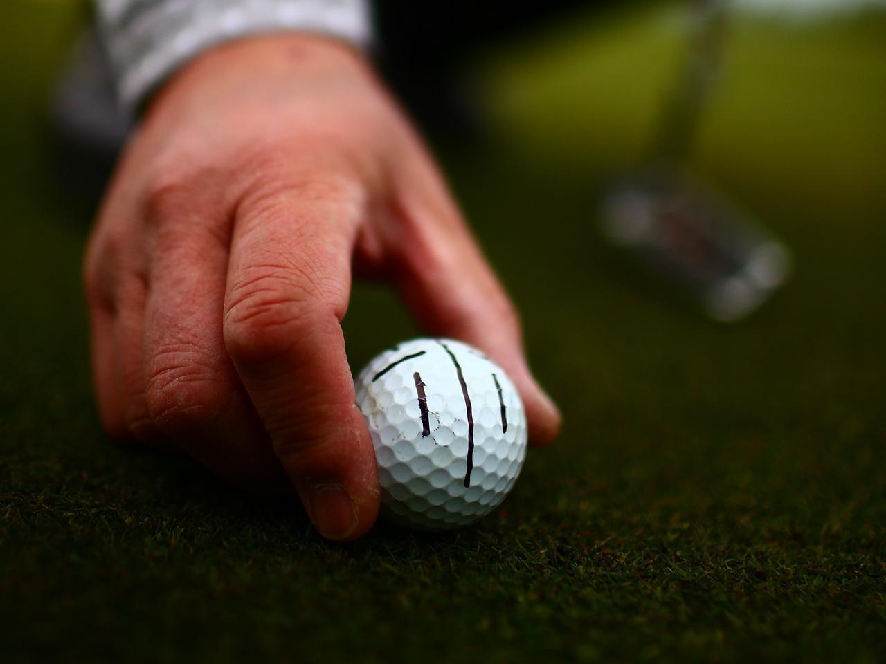画像: ほしや先生もこのタイプの線を引いたボールを使用するという