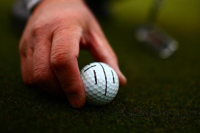 画像: ボールにラインを入れると方向性がはっきりとする