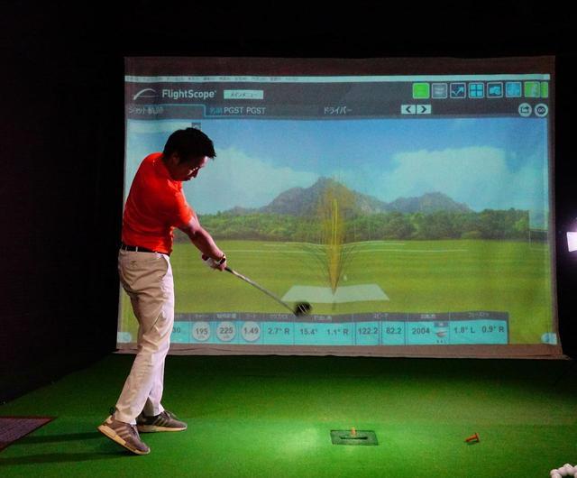 画像: 東京都葛飾区のインドアスタジオ「PGST」で、堀口宜篤プロがフライトスコープを使って試打&計測。SW・7番アイアン・ドライバーを4球打ち、平均値を出した
