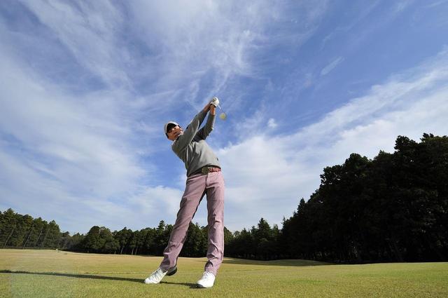 画像: 自分にとって心地よいテンポでスウィングすることこそゴルフ上達への近道