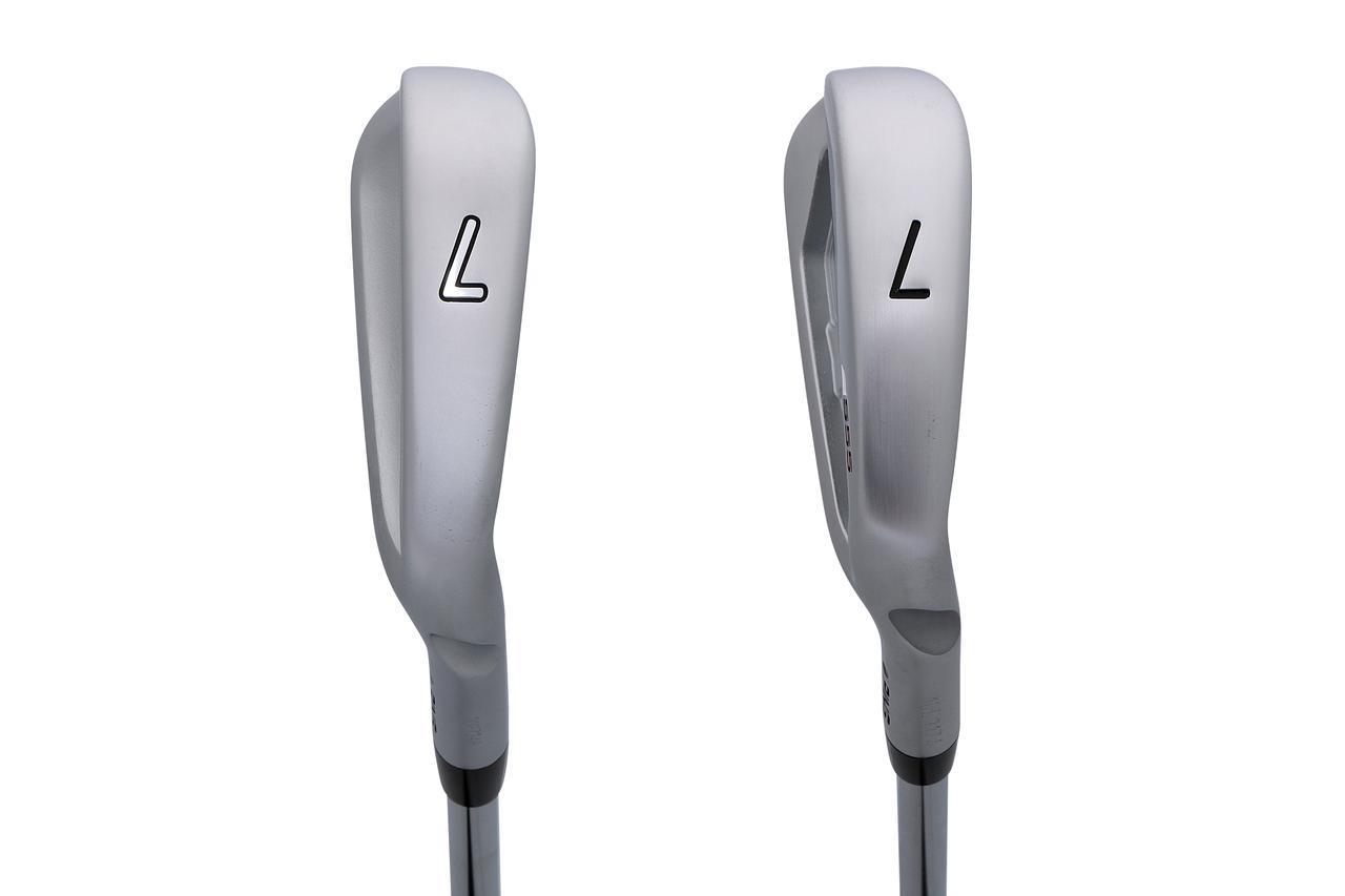 画像: 左「iブレードアイアン」、右「S55アイアン」。ソールの広さが前作よりも広くなりやさしさが増した